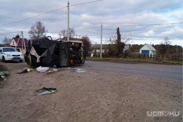 Под Орлом вперевернувшемся УАЗе пострадал парень