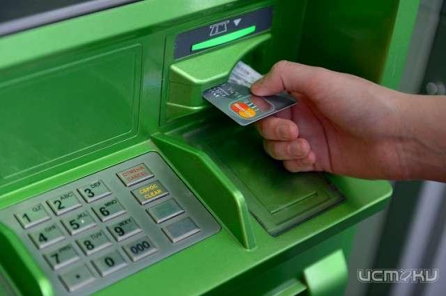 Орловчанка украла у нетрезвого знакомого банковскую карту исняла снеё деньги