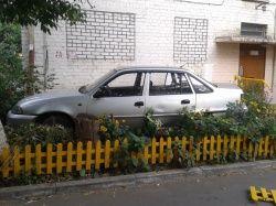 Парковка вместо клумбы