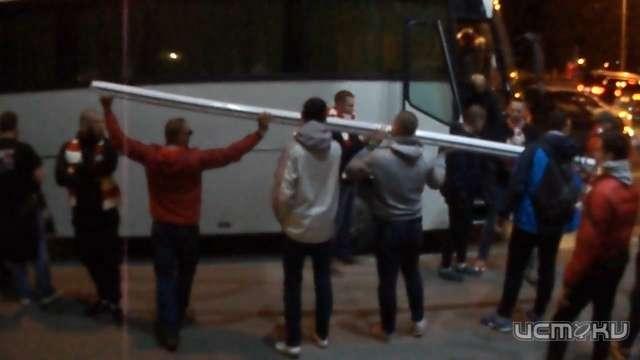После победы «Спартака» болельщики разобрали ворота насувениры
