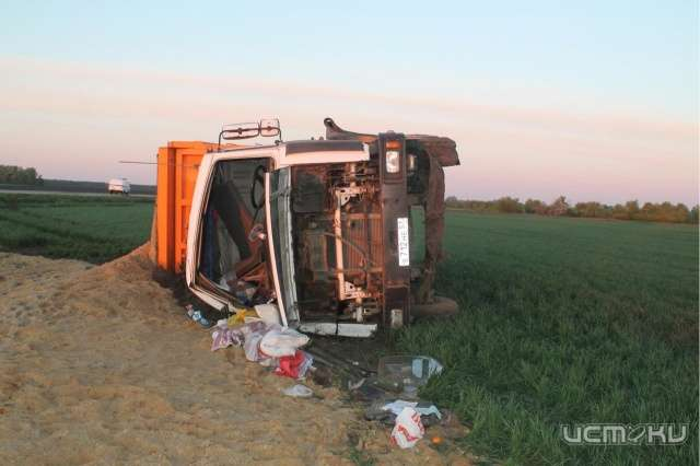 Наорловской трассе перевернулся грузовой автомобиль спеском