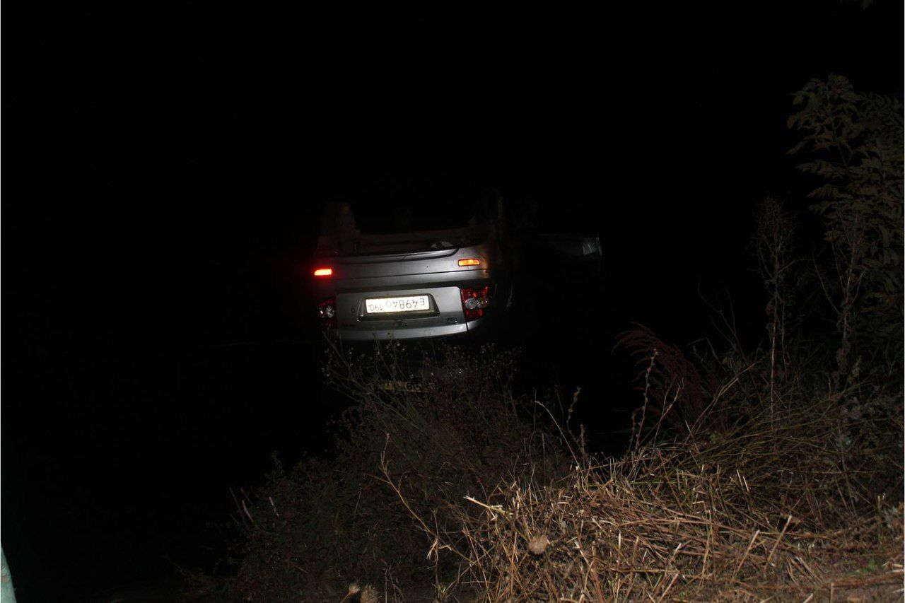 Нетрезвый на«Приоре» нырнул в водоем вОрловской области ипогубил пассажира